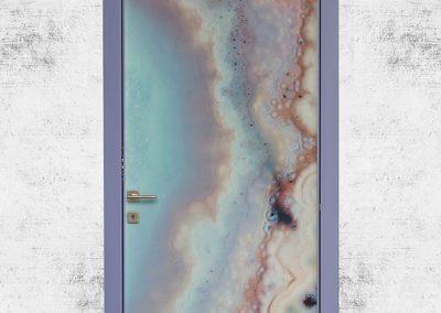 Contini Porte - Porta in policarbonato violetta su parete anticata