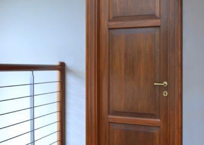 Porta massiccia Mod. MD900 essenza nocino